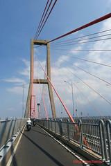 Suramadu bridge from Madura Island to Surabaya, length 5.4 km (Sekitar) Tags: pulau madura suramadu insel island indonesia provinsi jawa timur ostjava java eastern jembatan bridge surabaya earthasia