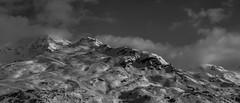 Le Repos des Cimes (Frédéric Fossard) Tags: landscape sky mountain nuages clouds snow neige snowcapped snowcovered savoie alpes vanoise cimes crêtes arêtes mountainrange mountainridge skitrack pistedeski vallon valley stationdeski monochrome noiretblanc blackandwhite lumière ombre light shadow flancdemontagne moutainside remontéesmécaniques