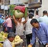 Byculla Vegetable Market (grab a shot) Tags: canon eos 5dmarkiv india maharashtra mumbai 2018 outdoor bycullavegetablemarket vegetables fruit market people food man portrait