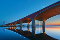 Rustige Oversteek (zsnajorrah) Tags: bridge architecture river water reflection arches archbridge pylons energyplant moon evening bluehour aftersunset longexposure neutraldensityfilter breakthroughphotography x4nd3 manfrotto redged canon 7dmarkii efs1018mm netherlands nijmegen waal spiegelwaal deoversteek oversteek thecrossing crossing ruleofthirds nightphotography