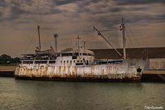 Louisa (ton21lakers) Tags: barco viejo oxido cadiz mar puerto embarcadero nubes marina muelle toño escandon canon tamron cielo pesquero de santa maria españa