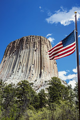 Devil's Tower National Monument (Joe Eisel) Tags: monument geological formation laccolithic butte igneous rock bearlodgemountains blackhills flag trees evergreen tamronsp2470mmf28divcusd devilstower wyoming