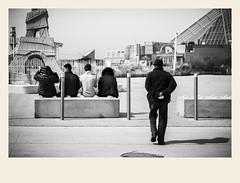 Rencontre de génération (Napafloma-Photographe) Tags: 2018 architecturebatimentsmonuments bandw bw france hautsdefrance letouquet monument pasdecalais personnes techniquephoto toureiffel blackandwhite boutique monochrome napaflomaphotographe noiretblanc noiretblancfrance photoderue photographe province streetphoto streetphotography