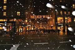 DSC03709 (margaret.metzler) Tags: 2012 hamburg germany deutschland winter weihnachten festive weihnachtsmarkt christmasmarket christmas snow neuerwall series night