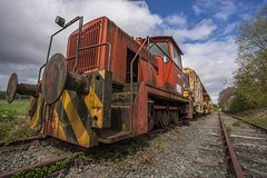 Stationary, abandoned. (foto.pro) Tags: train rails engine english electric rollingstock works stationary abandoned