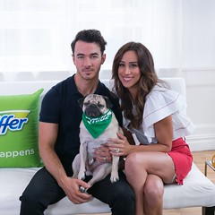 I'm basically a Jonas now  I had an epic time in NYC hanging with Kevin Jonas & Danielle Jonas at the swiffer #shedhappens event! #ad 2018 (lywc2016/2017) Tags: ad shedhappens