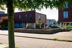 _DSC0902 (durr-architect) Tags: almere modern housing lake water statue art light