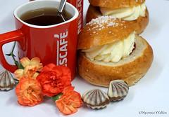 Red Cup (nyomee wallen) Tags: laskiainenpullafinland laskiainen pulla midwinterslidingfestival finland redandwhite coffee laskiaispulla sweetbunsforshrovetuesday taste sweet north suomi cream