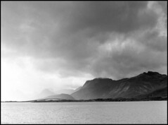 356 rpx400 06 (rubbernglue) Tags: norway lofoten 2016 rolleirpx d76 bridge clouds redfilter mountains view mamiya645 bw blackandwhite bwfp analog filmphotography filmexif