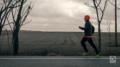 La huida de Caperucita (amofer83) Tags: 2018 amigos estacada marzo tarancón viaje corredor runner hood carretera road field running correr sport sporty