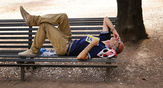 Hypnotized by the heatwave in Roma he fell asleep on a park bench