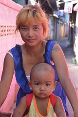 mother and son on bicycle (the foreign photographer - ฝรั่งถ่) Tags: mother son bicycle khlong thanon portraits bangkhen bangkok thailand nikon
