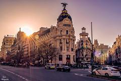 Madrid... (Leo ☮) Tags: urbana urban arquitectura architecture atardecer sunset ciudad city luz light color sol sun rayos cielo sky brillo shine calle street madrid