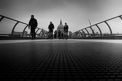 Millennium (parenthesedemparenthese@yahoo.com) Tags: dem 2018 bn bw bridge london londres millenniumbridge monochrome nb noiretblanc people pont stpaul textures uk blackandwhite bnw byn canon600d ef24mmf28 fã©vrier gens march mars streetphotographie streetphotography