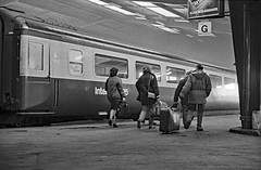 Leeds, City Station. (christopherhogg1) Tags: chrishoggsphotos leeds railways citystation yorkshire passengers platform carriage hst class43