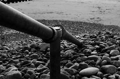 Canllaw, y Bermo (Rhisiart Hincks) Tags: handrail canllaw meirionnydd gwynedd cymru wales stones cerrig seaside glanymôr aod traeth tràigh trá beach barmouth ybermo abermaw blancinegre duagwyn gwennhadu dubhagusgeal dubhagusbán blackandwhite bw zuribeltz blancetnoir blackwhite monochrome unlliw blancoynegro zwartwit sortoghvid μαύροκαιάσπρο feketeésfehér juodairbalta burried claddedig dornred