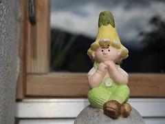 :) (bulbocode909) Tags: valais suisse bonhommes décorations jardins vert jaune