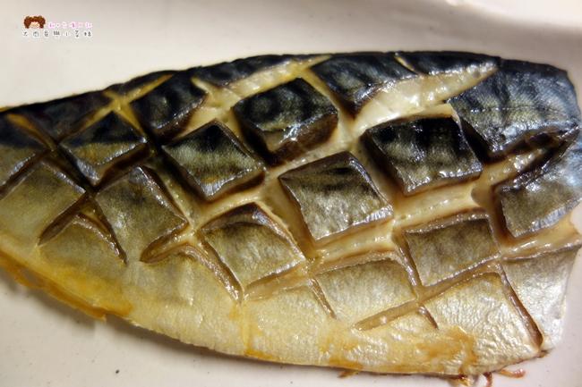 日出碼頭 鯖魚 鮭魚 比目魚 新竹海產 (12).JPG