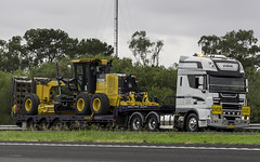 2016 DAF XF 105 510 of Kajak Transport, Sale VIC, southbound on M31 Hume Motorway (Paulie's Time Off Photography) Tags: dafxf105510 fedvv07jr oversize m31humemotorway vehicle truck australianroadtransport roadtransport roadhaulage road highway transport transportation australiantrucks aussietrucks roadfreight primemover lorry coe cabover nsw newsouthwales australia