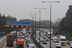 M25 (N) Addlestone (J_Piks) Tags: motorway road highway m25 traffic lights signs roadsigns overheadsign streetlights streetlighting lampposts