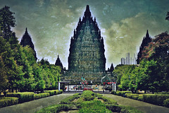 "INDONESIEN, Java, hinduistische Tempelanlage Prambanan, 17335/9878 (roba66) Tags: reisen travel explorevoyages urlaub visit roba66 asien südostasien asia eartasia ""southeastasia"" indonesien indonesia ""republikindonesien"" ""republicofindonesia"" indonesiearchipelago inselstaat java prambanan tempelanlage tempel temple yogyakarta ""hinduistischetempelanlage"""" hinduismus bauwerk building architektur architecture arquitetura statue kulturdenkmal monument fassade façade relief platz places historie history historic historical geschichte unesco texture textur"