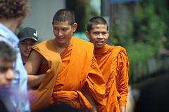 Bangkok Streets, Thailand 2018 (Dis da fi we) Tags: bangkok streets thailand buddhist monks thot phra pha