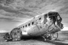 DC-3 vliegtuigwrak | HDR-monochroom (Frank Berbers) Tags: iceland ijsland islande island vakantie2018 sólheimasandurvliegtuigwrak vliegtuigwrak sólheimasandur planewreck dc3planewreck dc3 dc3flugzeugwrack flugzeugwrack dc3épavedavion épavedavion 24november1973neergestort le24novembre1973sestécrasé 24november1973crashed 24november1973abgestürzt hdr douglasdc3 highdynamicrange imagerieàgrandegammedynamique photomatix nikond5100 2018 monochroom zwa solheimasandurplane sólheimasandurplanecrash