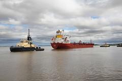Songa Pearl & Svitzer Mercia (das boot 160) Tags: songapearl tanker tankers ships sea ship river rivermersey port docks docking dock boats boat eastham mersey merseyshipping maritime manchestershipcanal