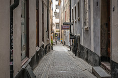 Side streets and alley ways (PhredKH) Tags: canonphotography city cityscene cityview cityscape fredknoxhooke fredkh photosbyphredkh phredkh splendid stockholm sweden swedish travelphotography traveltostockholm traveltosweden sky sidestreet emptystreets alley streetphotography streetscene quietstreet swedishstreets canoneos5dmarkiii 2470mm ef2470mmf4lisusm