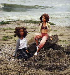 Eufrasie and Jecca (ArtCat80) Tags: artcat barbie summer sea sewing knitting mattel mtm move made seaside vacation bambi joyce neysa nature outdoor beach doll dolls photo