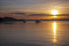 Lintah Strait Sunrise (Zeta_Ori) Tags: komodo komodoisland indonesia savusea morning morninglight nikond90 komodonationalpark lintahstrait msvolendam adventure travel sunrise unesco worldheritagesite