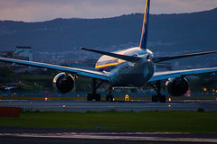 All Nippon Airways Boeing 777-200 JA705A at Osaka International Airport (ITM/RJOO) (kimtetsu) Tags: 豊中市 大阪府 日本 jp 飛行機 airplane aircraft aviation ana 全日空 allnipponairways boeing b777 空港 airport 伊丹空港 大阪国際空港 osakainternationalairport itm 大阪 osaka japan