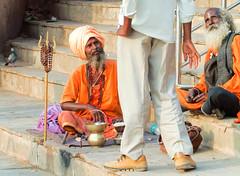 Donation time in Varanasi (geolis06) Tags: geolis06 asia asie inde india uttarpradesh varanasi benares gange ganga ghat inde2017 olympus hindu hindou religieux religious sage sadhu banaras