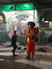 Chilla of Siddi Saint Baba Gor Kurla East (firoze shakir photographerno1) Tags: chillababagor kurlaeast sufism silsilabilali indoafricans siddis ratanpore firozeshakir siddidocumentary dhamal goma siddidance siddiculture