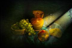 La Cena Degli Sconosciuti... (I'm Puteolano...) Tags: stiil life nature dead fruits vaso luce light tavolo