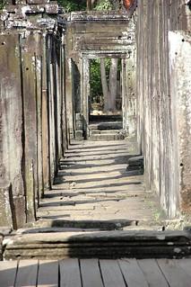 Angkor Wat passage way