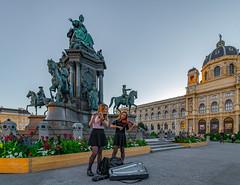 Wien 2017 (karlheinz klingbeil) Tags: musik sculpture skulptur violin geige musiker musician austria evening stadt abend vienna österreich city wien at