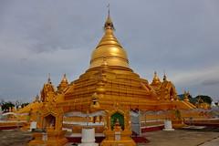 Kuthodaw Pagoda, Mandalay (_JLC_) Tags: burma birmania asia sudesteasiático myanmar arquitectura architecture oro gold pagoda paya temple templo buddhism budismo buda buddha canon canon6d eos 6d 2470f4 2470f4isl