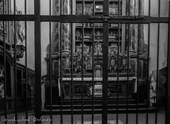 Cappella delle Reliquie - Basilica di San Petronio - Bologna (frillicca) Tags: 2018 april aprile bn bw basilica basilicadisanpetronio biancoenero bianconero blackandwhite blackwhite bologna cappella cappelladellereliquie chapel chiesa church gothic gotico inside interior monochrome monocromo navata navatadestra panasoniclumixlx100 sanpetronio interno