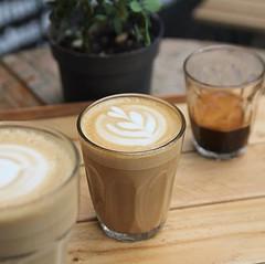 Happy hump/coffee needed before 9am day ☕️😅👍 . #coffee #bombompatisserie #baristalife #barista #latteart #cortado #wheretodrinkhasbean @hasbean (bombompatisserie) Tags: loughborough cake cafe bom patisserie