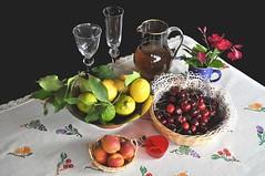 Ecco l'estate ! (Melisenda2010) Tags: naturamorta stilllife estate limoni ciliegie coth5 coth
