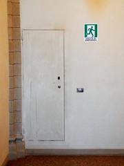 Exit (magellano) Tags: scala scalone stair porta door segnale sign uscita exit emergenza emergency palazzo palace albergati bologna italia italy campanello