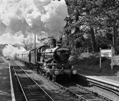 5080 Defiant steams through Danzey station on The Shakespeare Express. (johncheckley) Tags: uksteam loco train railway station