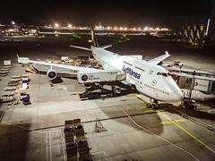 Lufthansa Boeing 747-400 Dubai (Niklas H. Braun) Tags: aviation b747 b747400 747400 dubai airport united arab emirates uae vae vacation fly flight travel transport night light cityscape