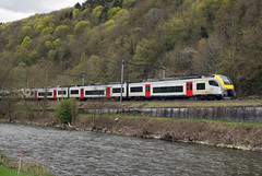 Desiro by the Ourthe river in Hamoir, Belgium (hktrains) Tags: belgique belgium sncb nmbs railcar benelux train railway railways desiro chemin de fer belgië belgien zug