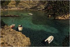 green lagoon (Heinze Detlef) Tags: greenlagoon wasser lagune bucht felsen menschen calafonellls spanien mallorca urlaub urlauber boote
