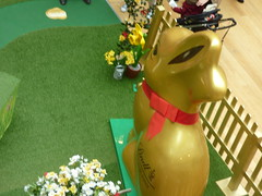 Lindt Gold Bunny at the Bullring (ell brown) Tags: bullring birmingham westmidlands england unitedkingdom greatbritain westmall lindt goldbunny goodfriday easter bunny
