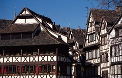 La Petite-France à Strasbourg (Philippe_28) Tags: strasbourg alsace basrhin 67 france europe 24x36 argentique analogue camera photography film 135 colombages pansdebois halftimbered house