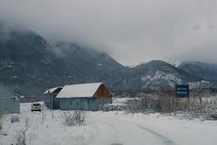 Bienvenue en Albanie (8pl) Tags: frontière route hiver montenegro albanie panneau bienvenue campagne