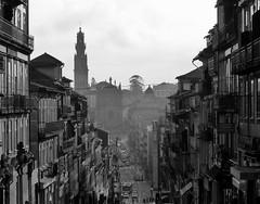 Porto - Clérigos (chassofstras) Tags: bw monochrome monochromatic sw bnw noiretblanc blackandwhite blacknwhite nb grayscale black noir blackandwhitephotography façade architecture tour bâtiment ville porto clerigos